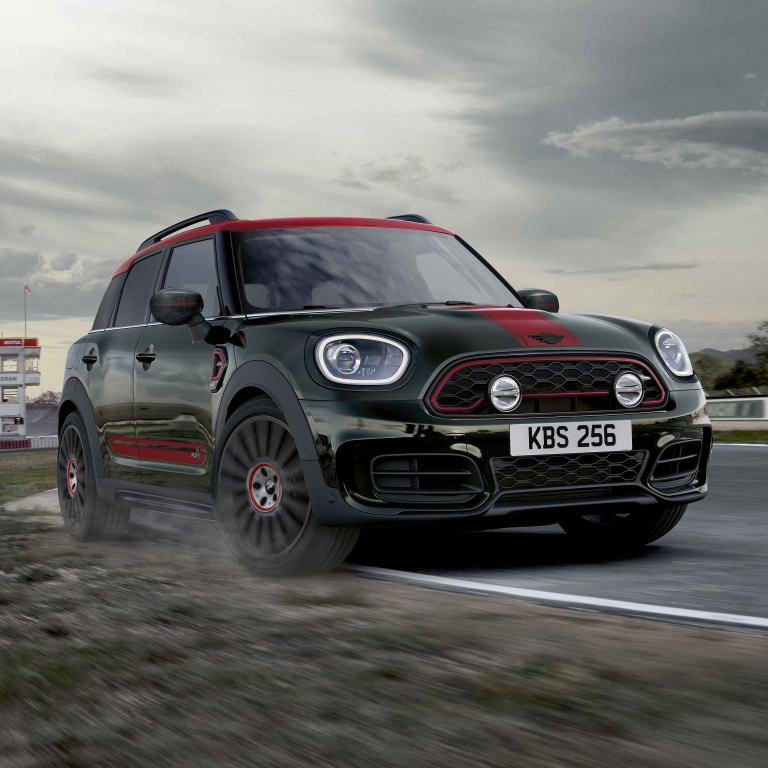 MINI Countryman John Cooper Works – red and green – front view