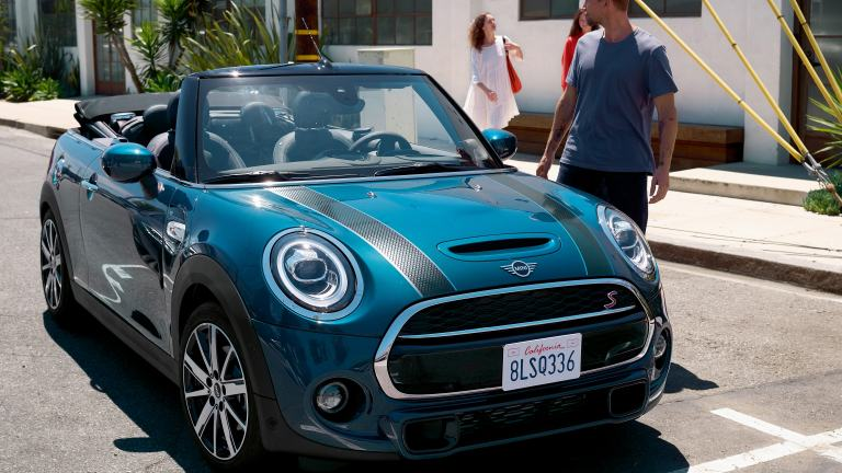 MINI Convertible Sidewalk Edition – blue and black – front view